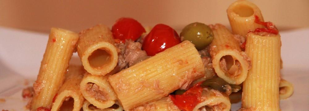 Pasta tonno olive e capperi