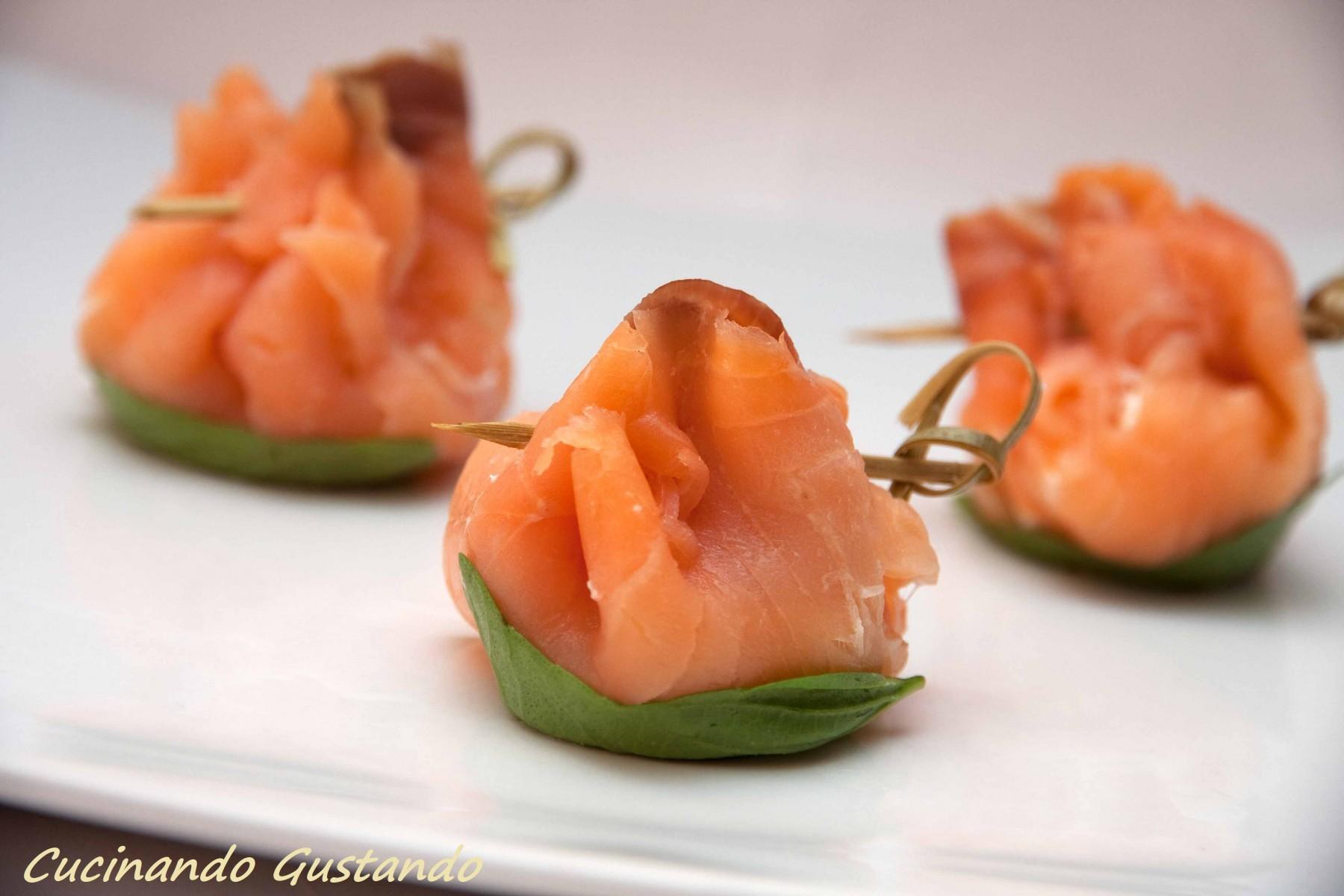 Fagottini di salmone affumicato e philadelphia ricetta for Salmone ricette