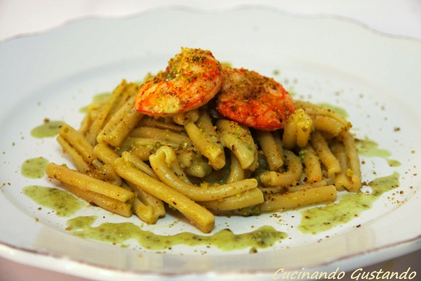 Pasta pesto pistacchi di bronte e gamberi for Ricette primi piatti originali