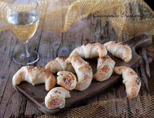 Cornetti di salmone affumicato e formaggio cremoso