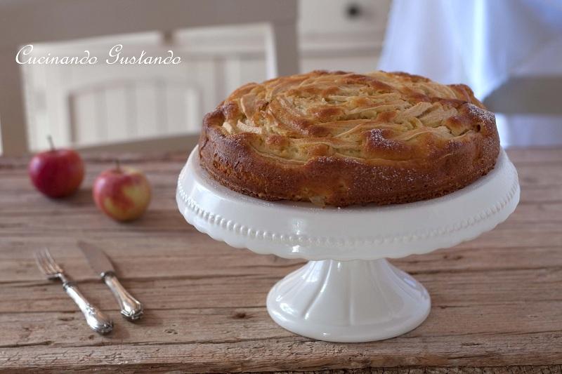 torta di mele e yogurt in vasetti