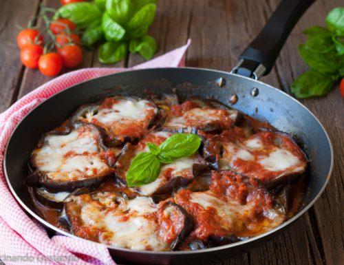 Parmigiana di melanzane grigliate cotta in padella