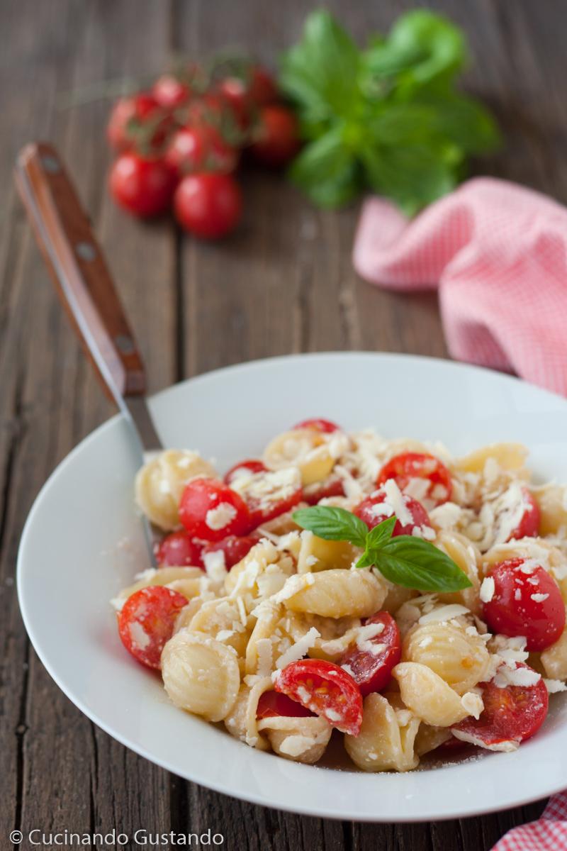 pasta con pomodorini e cacioricotta