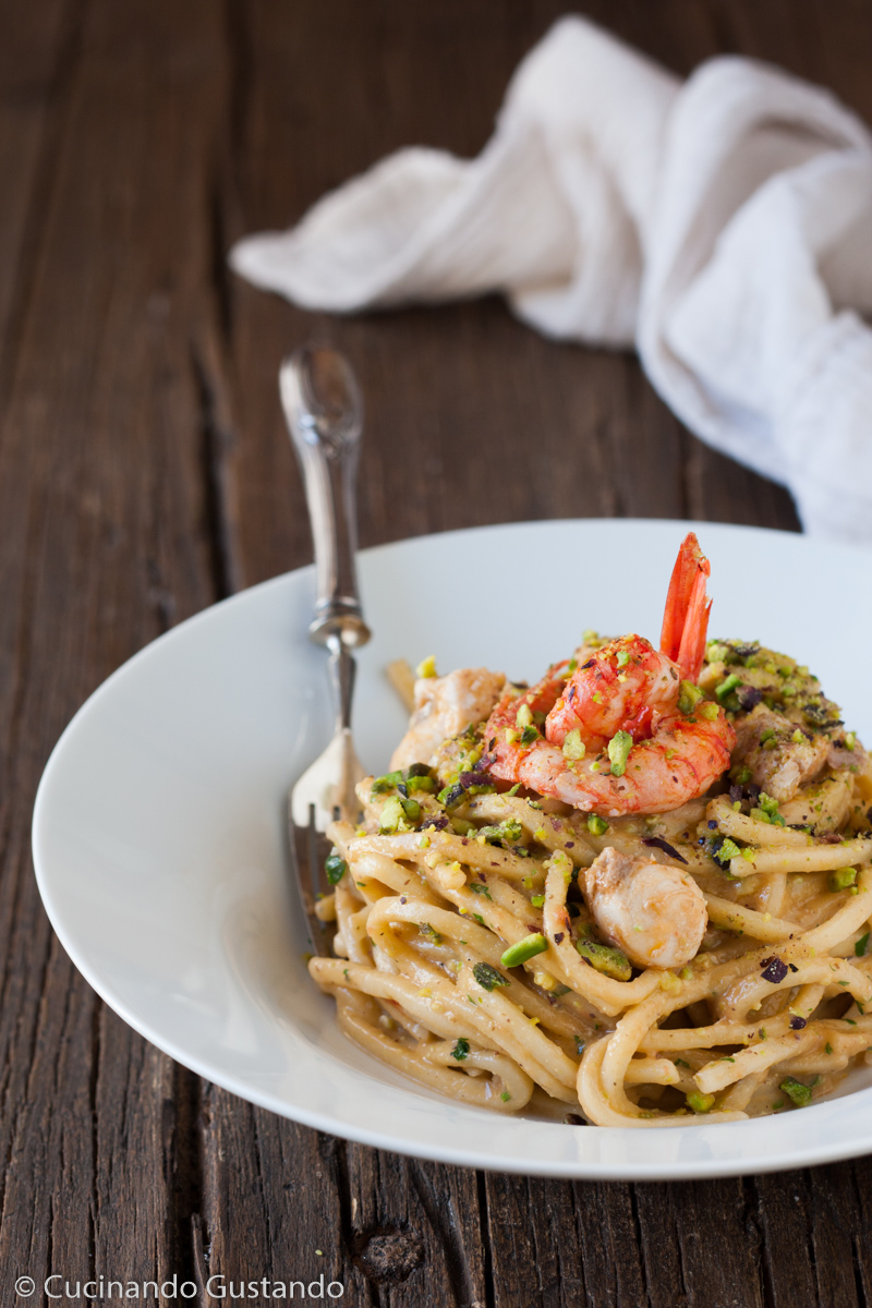 Pasta Gamberi Pesce Spada E Salsa Di Pesto Di Pistacchi