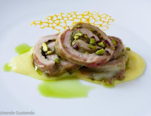 Rotolo di carne di maiale ripieno di pistacchio formaggio e bacon