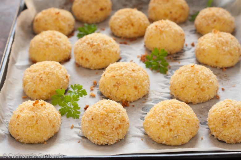 Polpette di patate e parmigiano cotte al forno