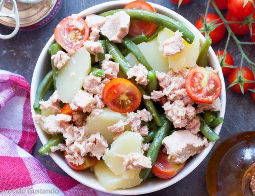 Insalata di patate fagiolini tonno e pomodori