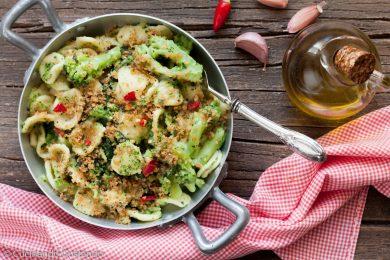 Orecchiette con broccoletti e pan grattato