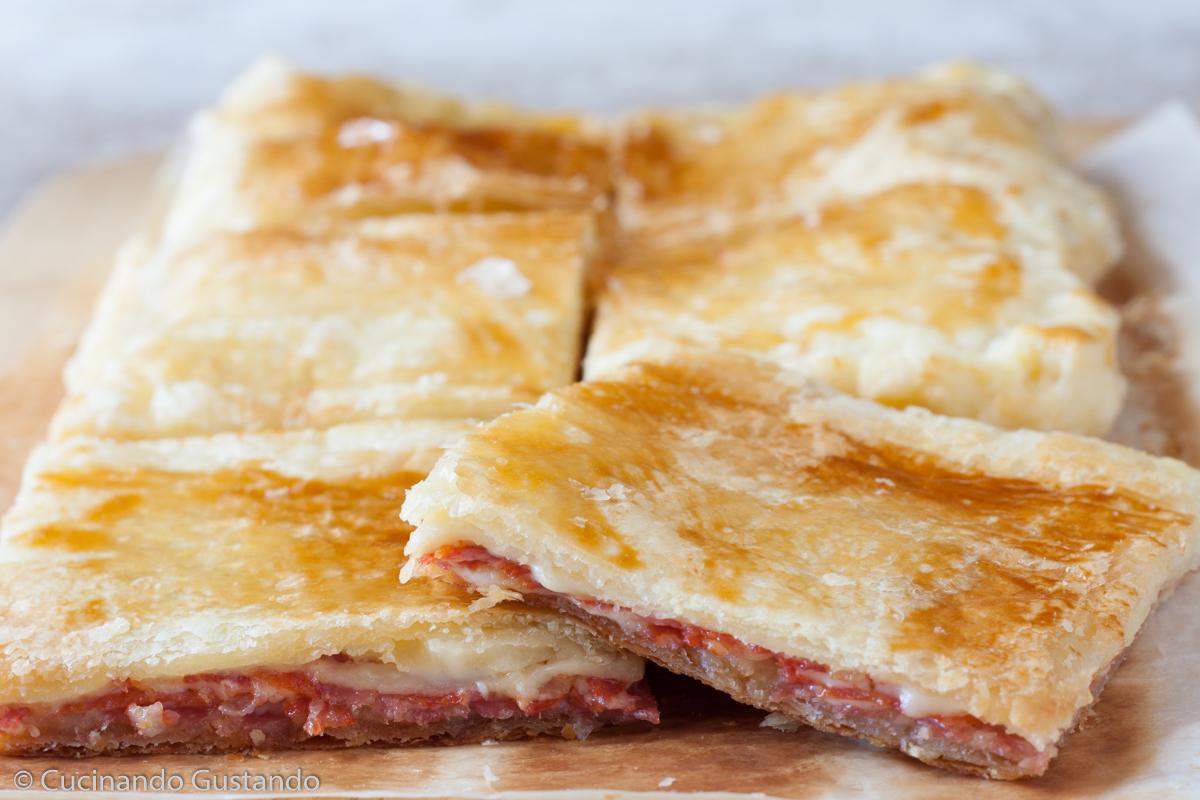 Sfoglia rustica di salame e formaggio