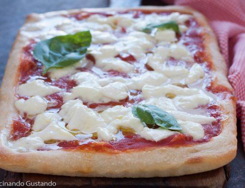 Pizza in teglia con mozzarella di bufala 2 grammi di lievito e 24 ore lievitazione