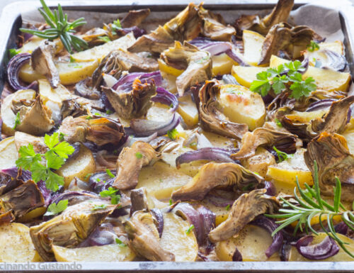 Patate carciofi e cipolla al forno