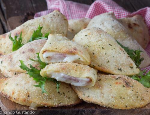 Panzerotti di patate ripieni di prosciutto e formaggio