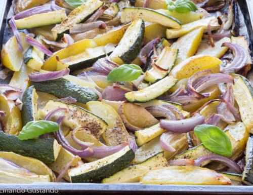 Patate zucchine e cipolla al forno