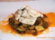 Filetto di pesce al vino bianco con caponata di zucchine