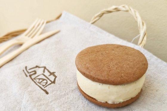 Gelato biscotto al cacao, miele e zabaione.