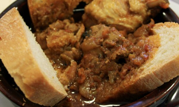 La Scottiglia di carni miste con bruschette