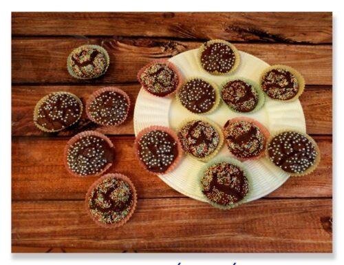 Muffin al cacao con noci e pinoli