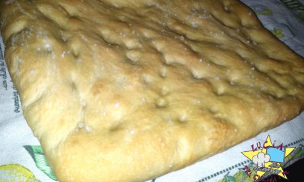 Focaccia morbida – Ricetta macchina del pane (mdp)