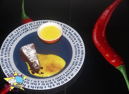 Torta caprese con salsa afrodisiaca