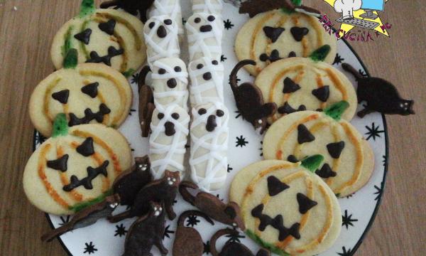 mummie, zucche, topolini e gatti neri per Halloween