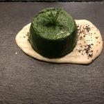 Flan di spinaci con cuore morbido, su salsa di taleggio e zenzero