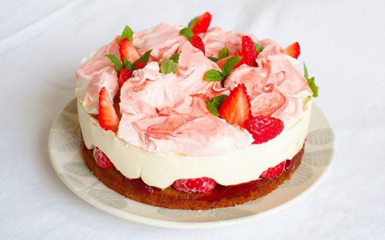 Fragole, menta e meringa: la cheesecake a modo mio