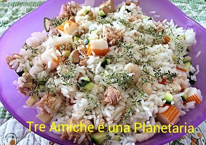 Riso thai con gamberi, zucchine, tonno e polpa di granchio