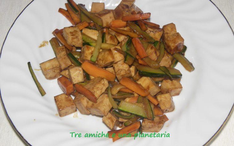 Tofu con verdure in salsa teriyaki
