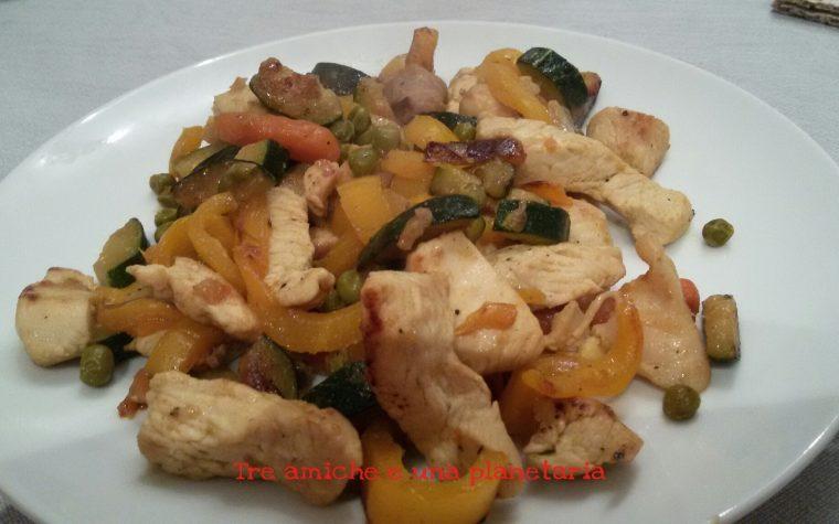 Bocconcini di pollo e salsiccia con verdure profumati al curry