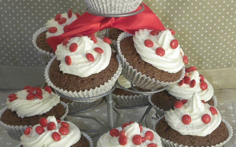 Cupcake al cioccolato con frosting classico