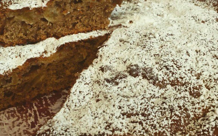 Torta rustica integrale con yogurt, mele e noci