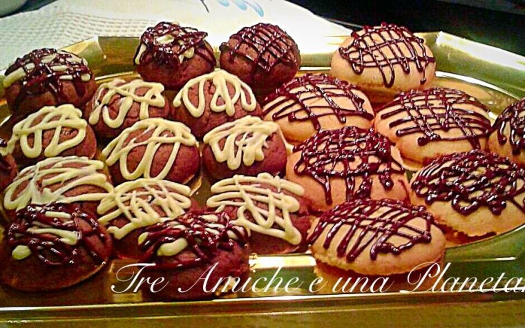 Biscotti di frolla con ripieno di marmellata
