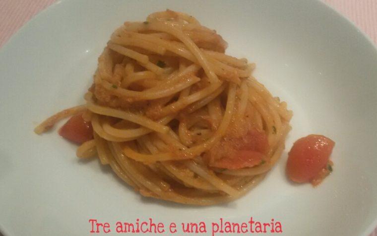 Spaghetti al sugo di tonno e pomodorini freschi