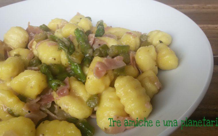 Gnocchi con asparagi e prosciutto cotto