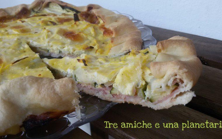 Torta salata con zucchine, cipolla, prosciutto cotto e ricotta