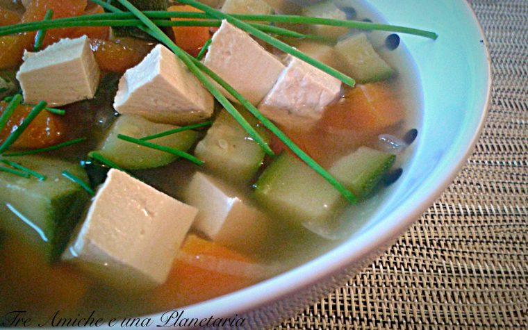 Minestrone di verdure e tofu