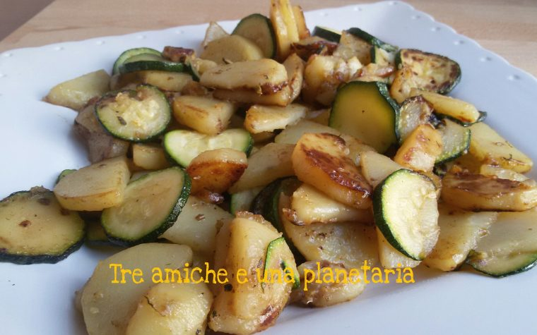 Patate e zucchine saporite in padella