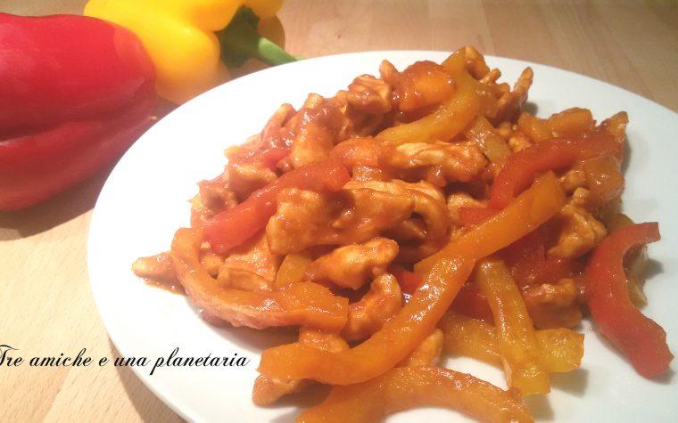 Straccetti di pollo agro-piccanti ai peperoni