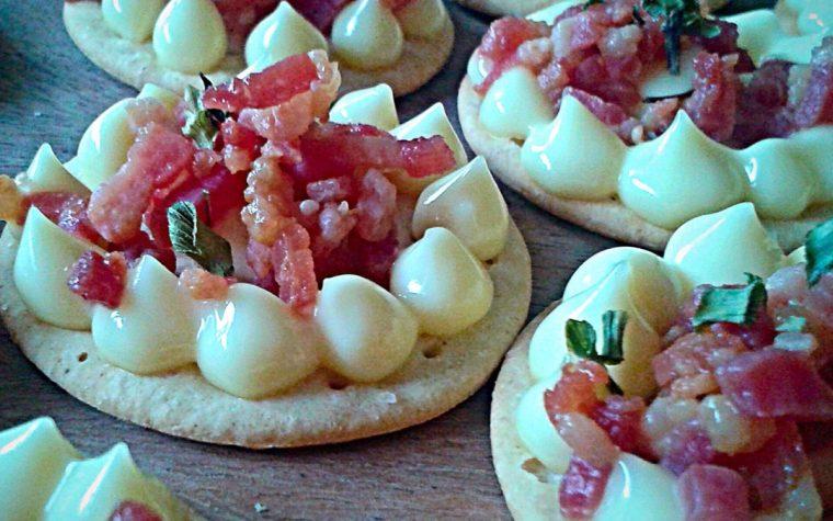 Aperi-crackers con maio e pancetta