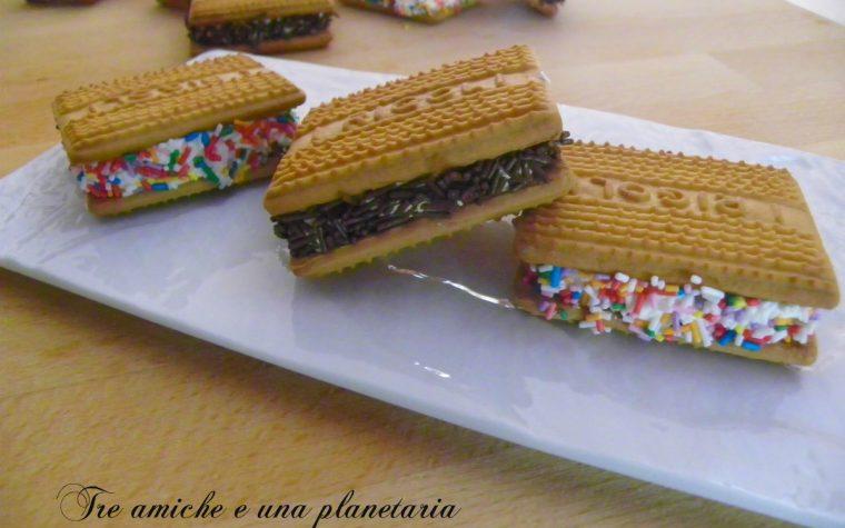 Finti biscotti gelato arcobaleno