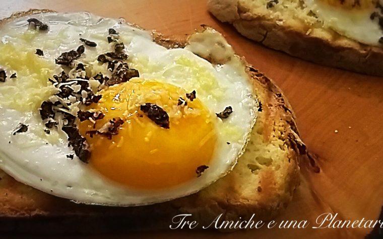 Crostoni con uova e tartufo bianchetto