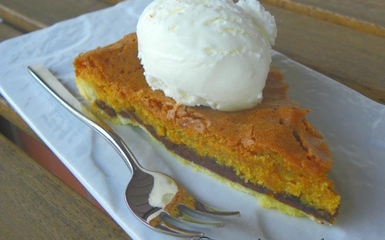 Toll House Chocolate Chip Pie – Crostata americana con gocce di cioccolato e noci