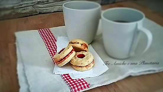 Biscotti all'acqua con salsa di fragole