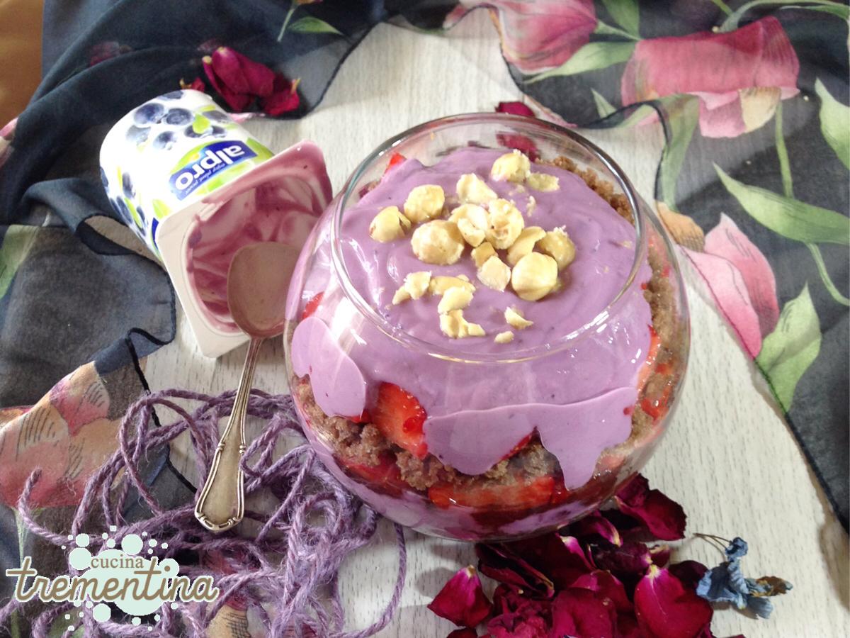 Coppa dessert frutta e yogurt
