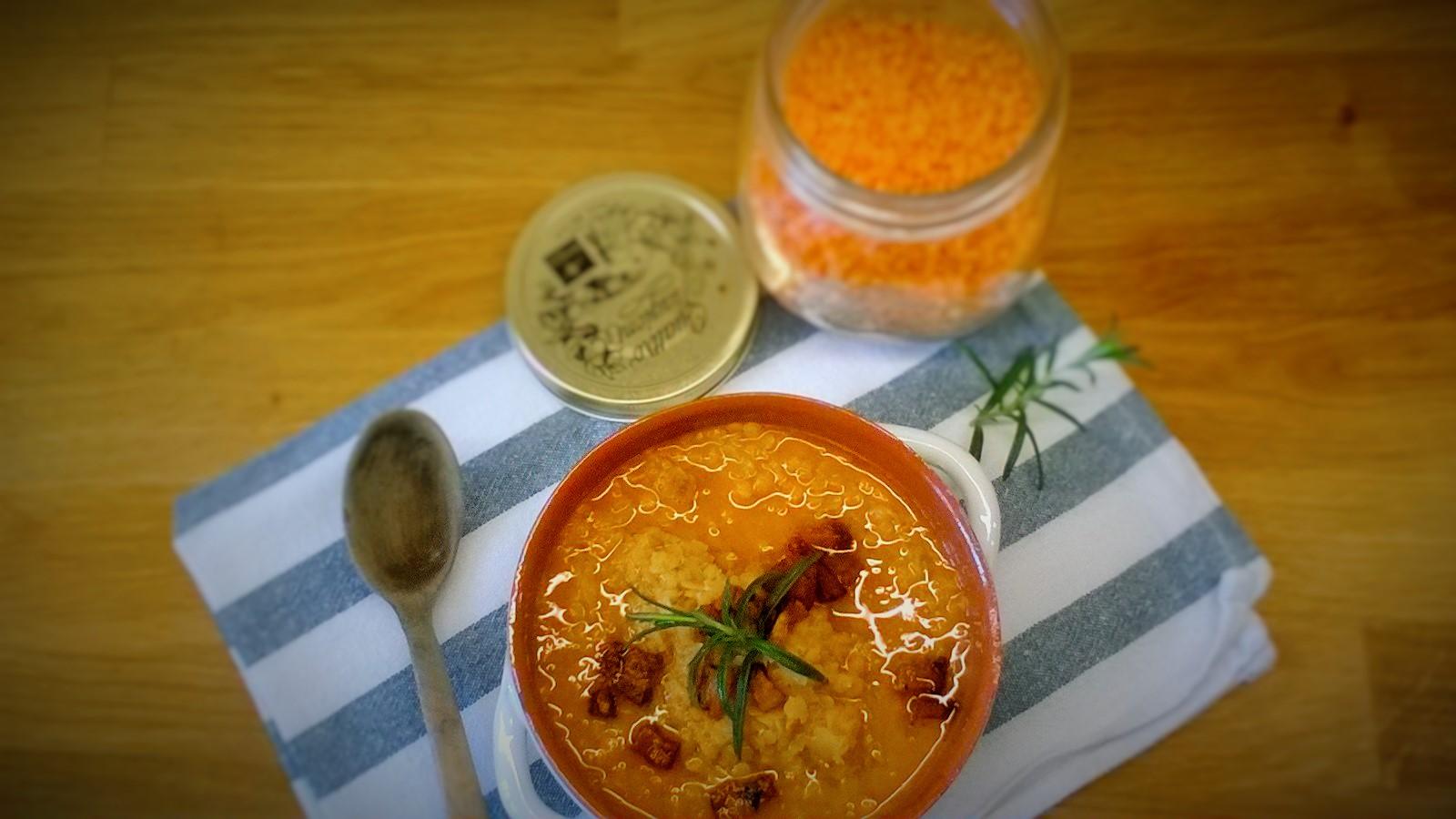 Zuppa rustica di lenticchie rosse