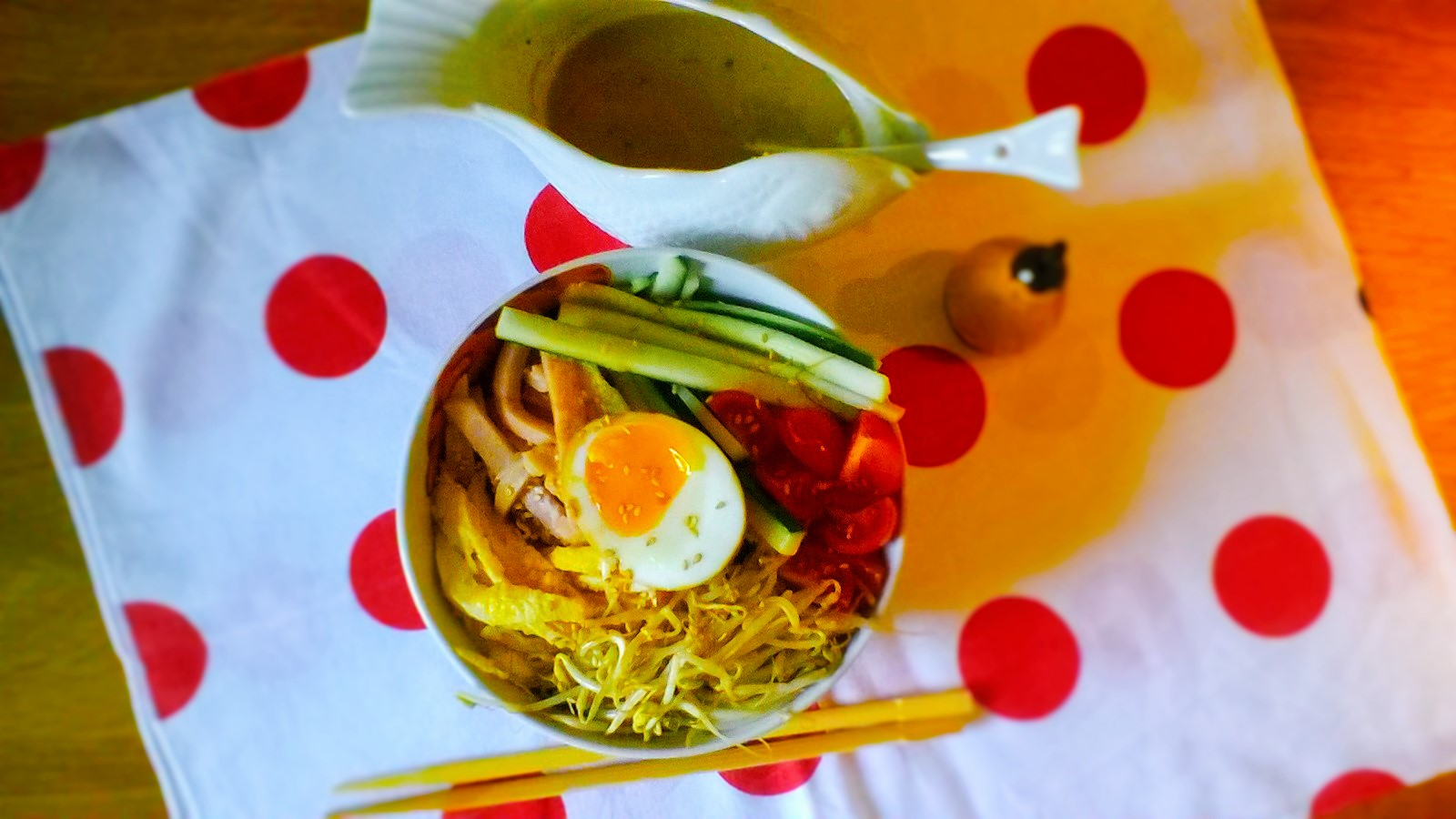 Hiyashi Chuka (noodles estivi giapponesi in salsa di sesamo)