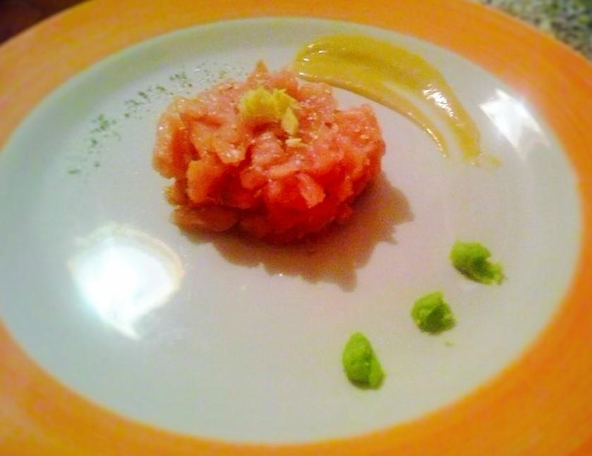 Tartare di salmone con senape al miele, wasabi e zenzero