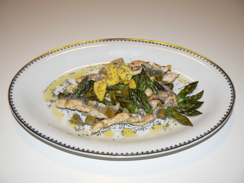 Straccetti di pollo con asparagi e zenzero