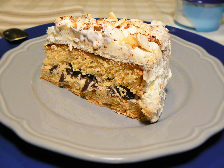 Torta con crema chantilly e torrone