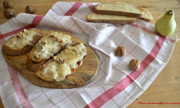 Bruschette con pere gorgonzola e noci